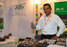 Athula Fernando from Jiffy showing the new coco peat propagation pellet specially developed for propagating banana plants. The tissue can be directly adapted in the pellet.