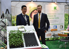 Michal Hwang & Bert Desmet showing the Growcoon on behalf of Klassman-Deilman. The Growcoon was recently tested on commercial scale by two Australian growers and after investing in the Dispenser they are expected to grow with the plug on larger scale. Also in Taiwan, Japan and China the plug is gaining ground.