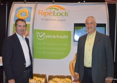 Narciso Vivot and Kevin Frye with AgroFresh proudly stand in front of the 'Say Yes to Fresh' backdrop.